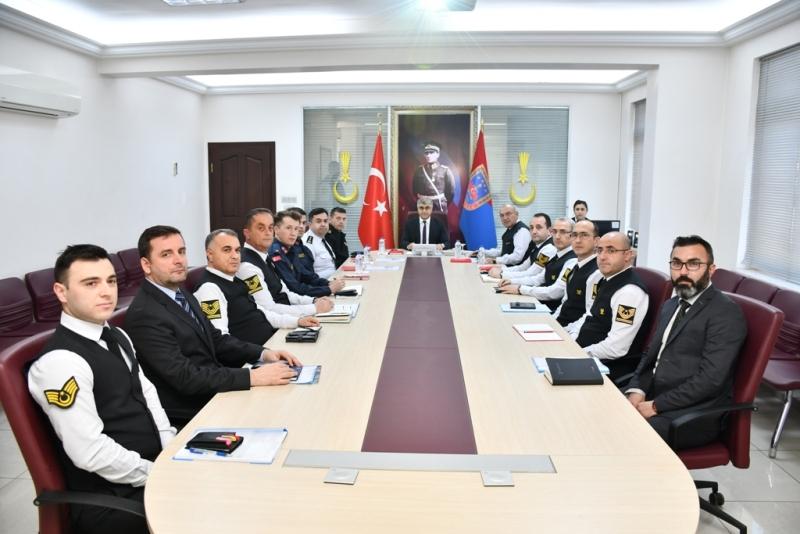 http://www.karabuk.gov.tr/kurumlar/karabuk.gov.tr/Vali%20Fuat%20G%C3%9CREL/2020/02-SUBAT/25-02-2020/Jandarma/VBM_1951.JPG